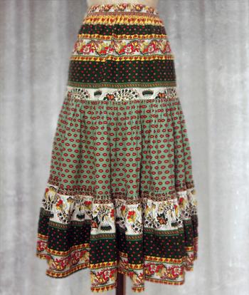 白X緑 赤いペイズリー柄のプロヴァンススカート