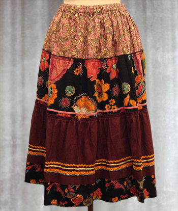 黒Xワインレッド 花柄のプロヴァンススカート