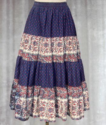 青X白 赤いペイズリー柄のプロヴァンススカート
