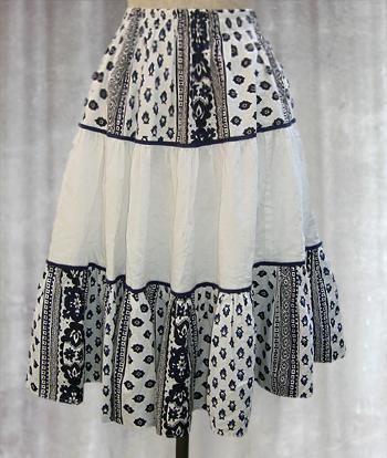 白X紺 ペイズリー柄のプロヴァンススカート