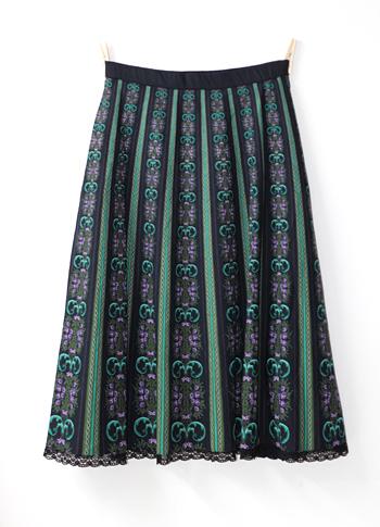 ブラック 花柄のチロリアンスカート