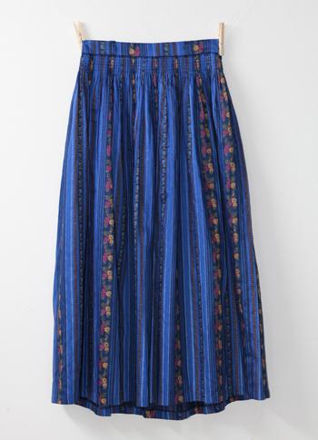 ブルー 花柄のチロリアンスカート