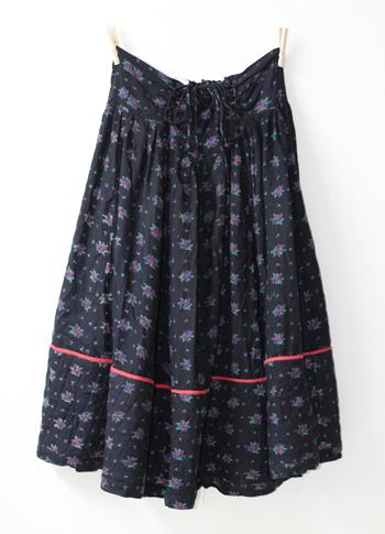 黒 キルティングプロバンススカート