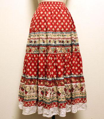 ストロベリーカラー×クリーム レースのついた花柄のプロバンススカート