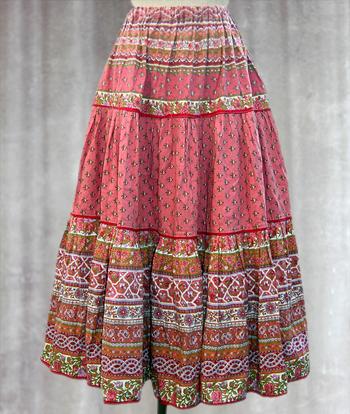 ピンク ペイズリー柄のプロヴァンススカート