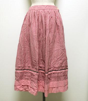ピンク チロリアンスカート