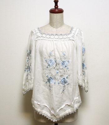 白 花柄刺繍のチュニックブラウス